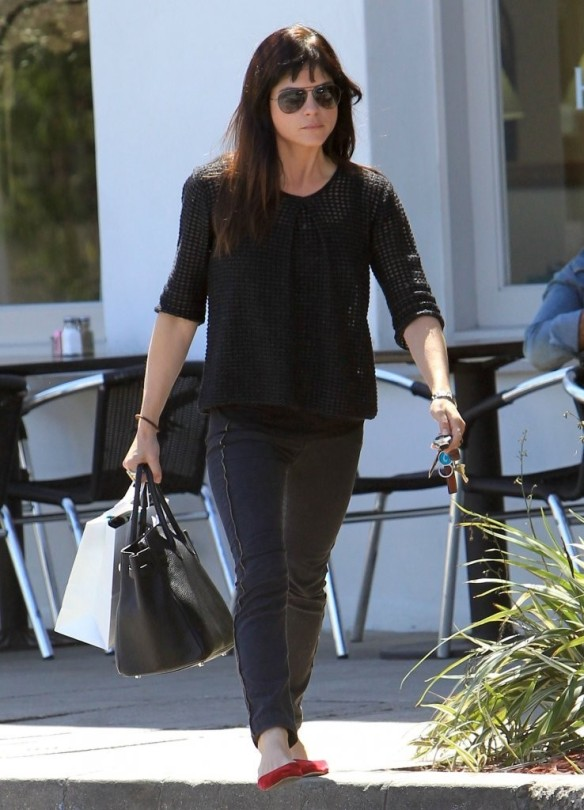 Selma Blair Stops For Coffee At Doughboys 22