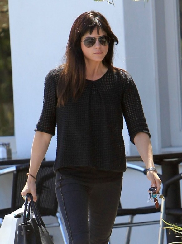 Selma Blair Stops For Coffee At Doughboys 23