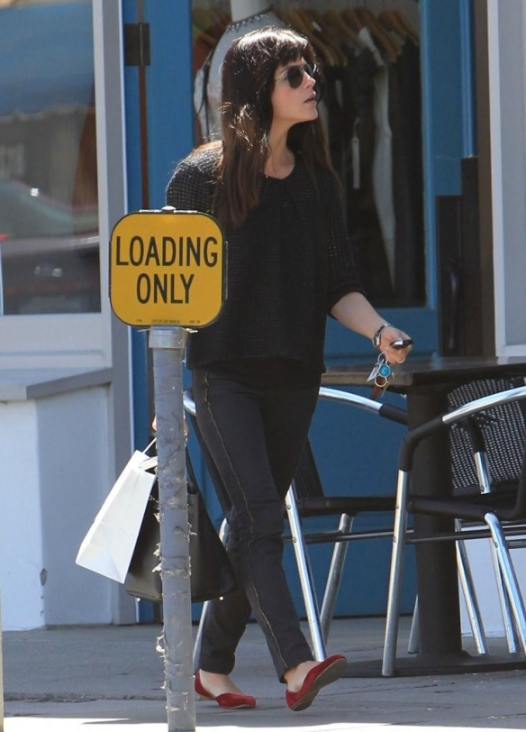Selma Blair Stops For Coffee At Doughboys 27