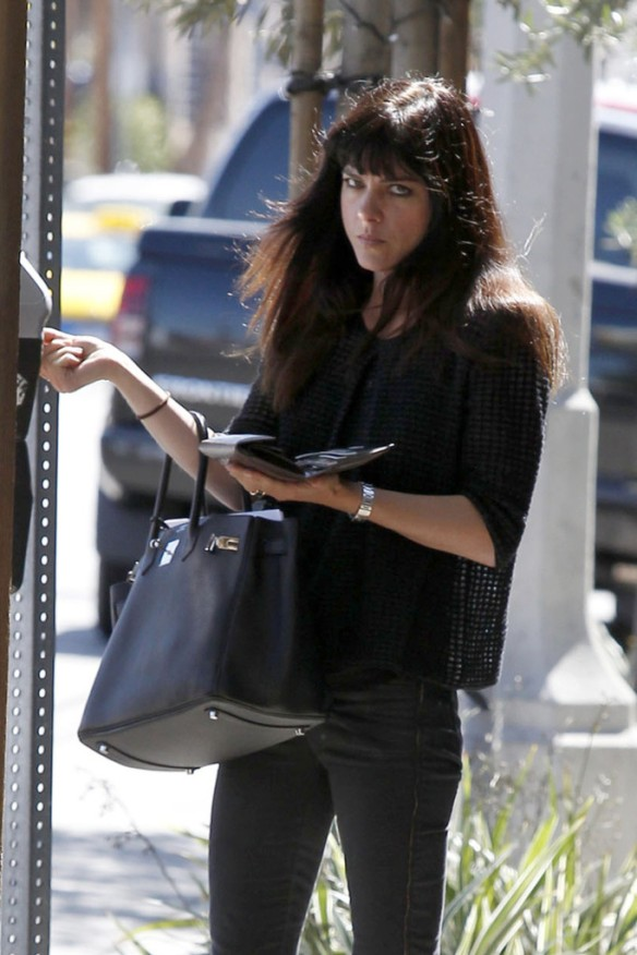 Selma Blair Stops For Coffee At Doughboys 5