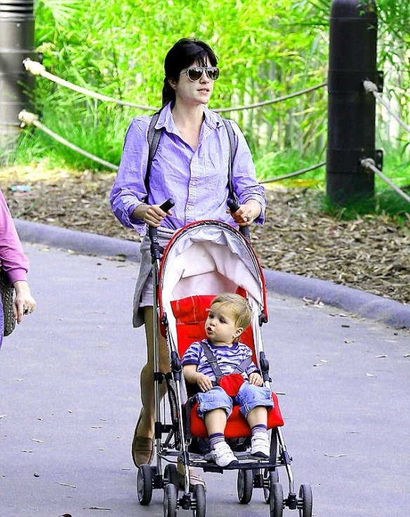 Selma Blair and Arthur Saint at the zoo 1
