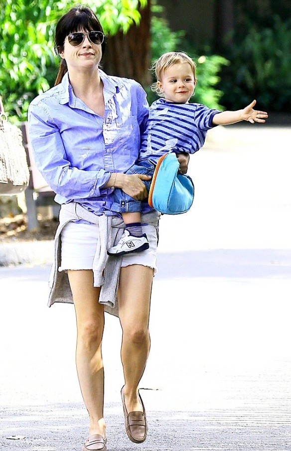 Selma Blair and Arthur Saint at the zoo 2