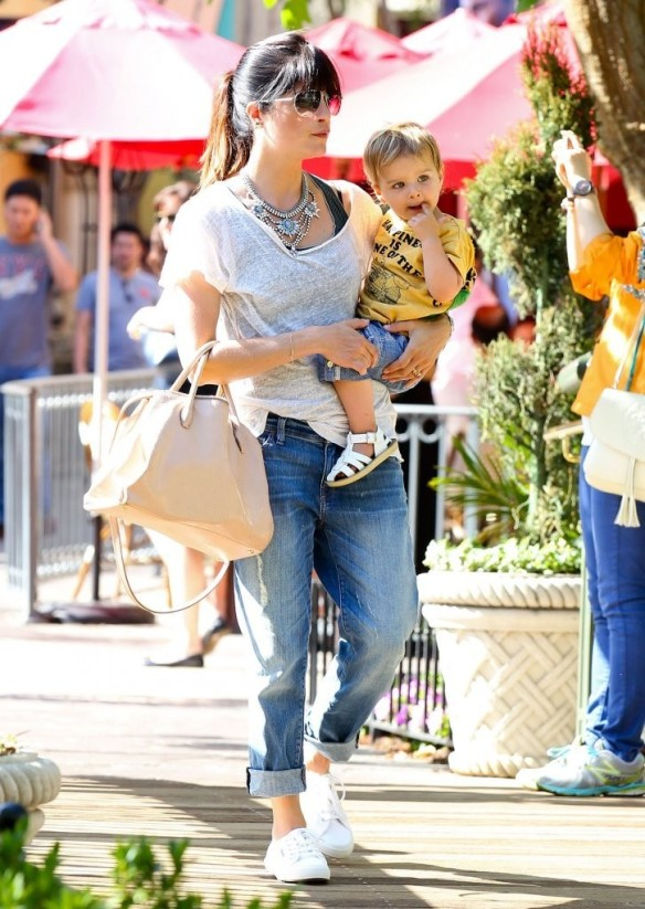 Selma Blair & Arthur Saint Go For Ice Cream 14