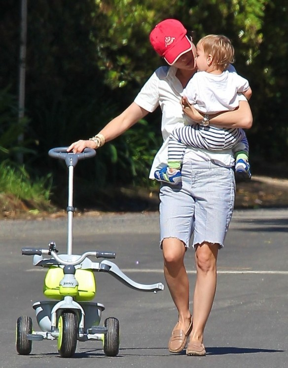 Selma Blair & Arthur Saint On Their Morning Walk 2