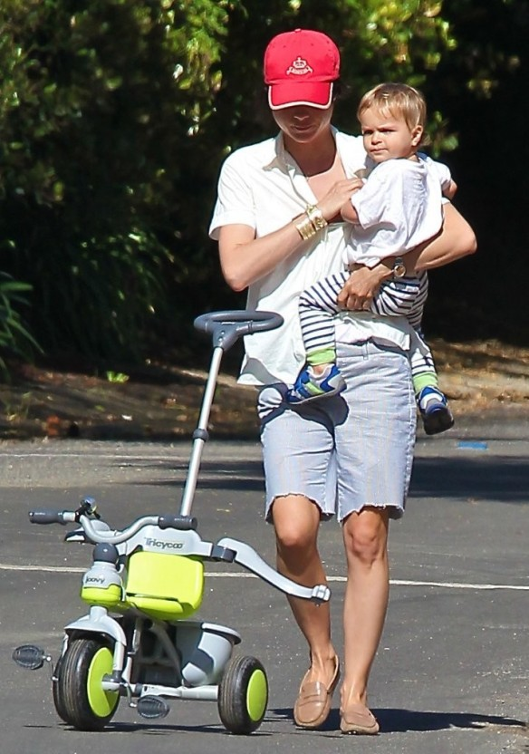 Selma Blair & Arthur Saint On Their Morning Walk 4