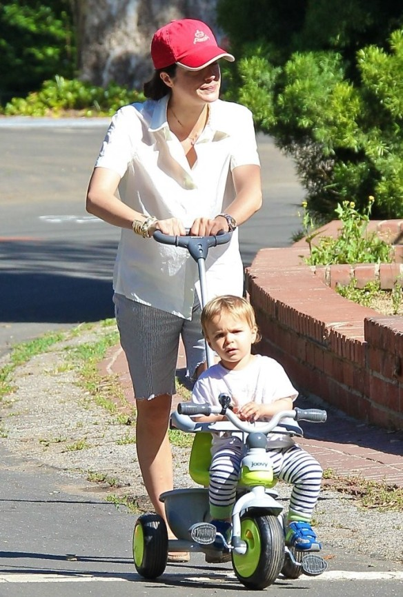 Selma Blair & Arthur Saint On Their Morning Walk 6