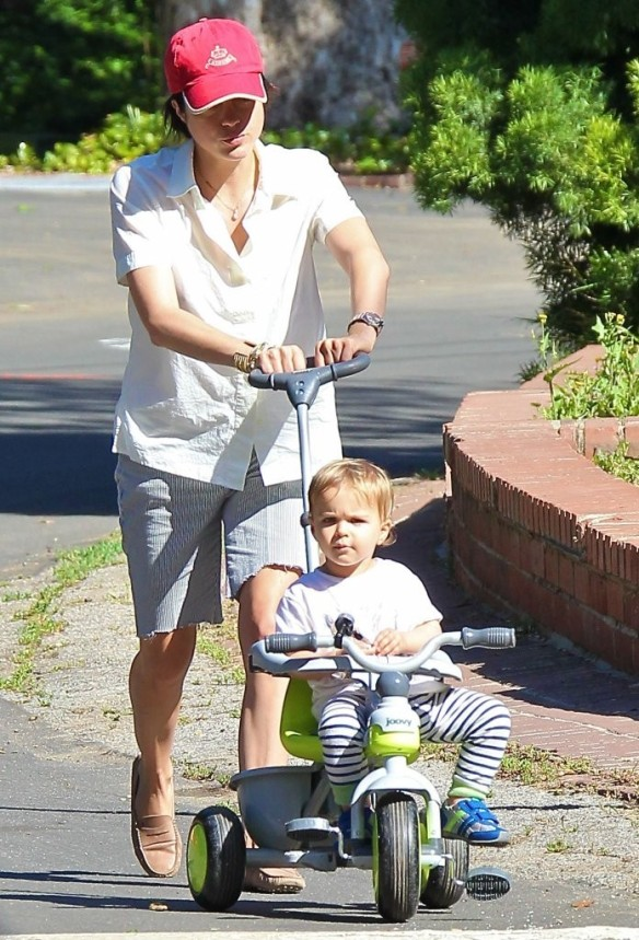 Selma Blair & Arthur Saint On Their Morning Walk 7