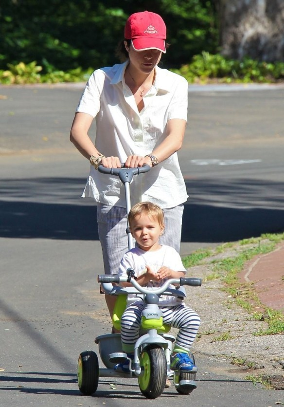Selma Blair & Arthur Saint On Their Morning Walk 9