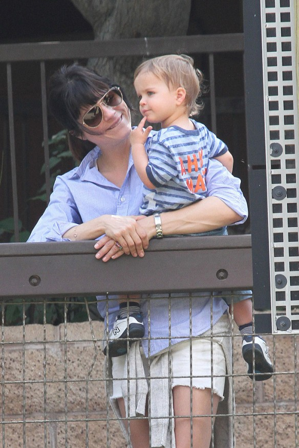 Selma Blair & Arthur Saint Visit The Zoo 1