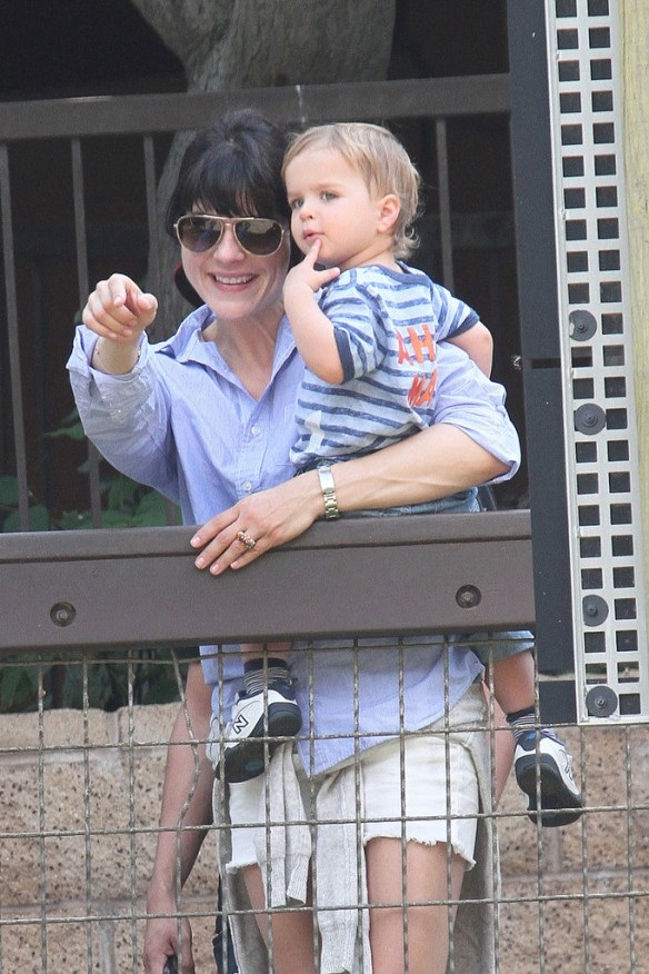 Selma Blair & Arthur Saint Visit The Zoo 10