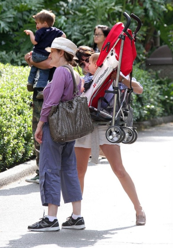Selma Blair & Arthur Saint Visit The Zoo 13