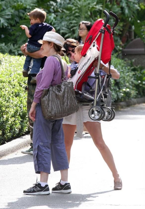 Selma Blair & Arthur Saint Visit The Zoo 13