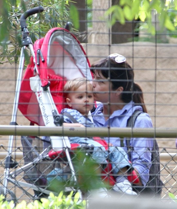 Selma Blair & Arthur Saint Visit The Zoo 16