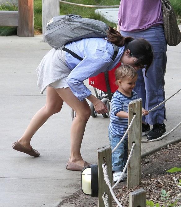 Selma Blair & Arthur Saint Visit The Zoo 20