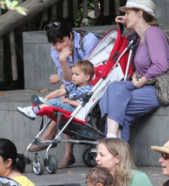 Selma Blair & Arthur Saint Visit The Zoo 22