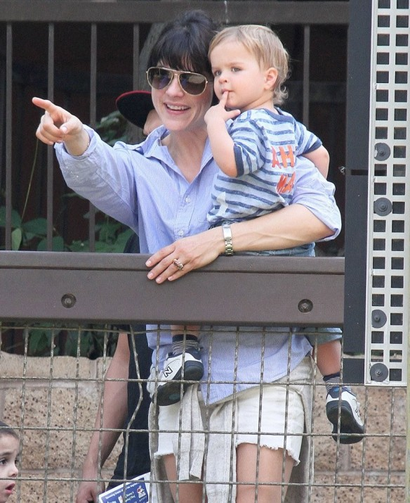 Selma Blair & Arthur Saint Visit The Zoo 23