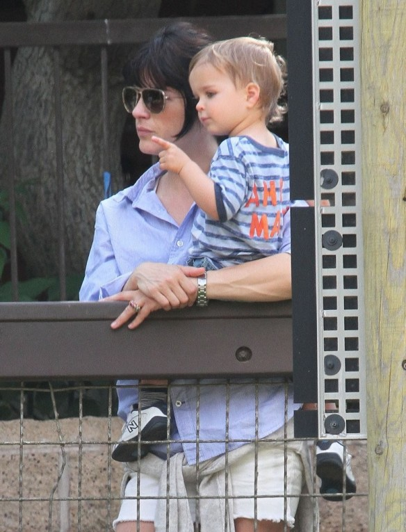 Selma Blair & Arthur Saint Visit The Zoo 24