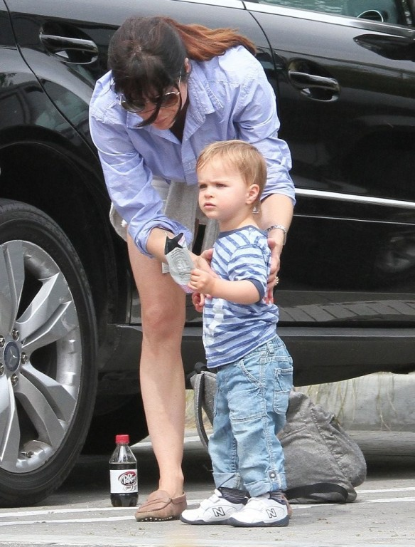 Selma Blair & Arthur Saint Visit The Zoo 26