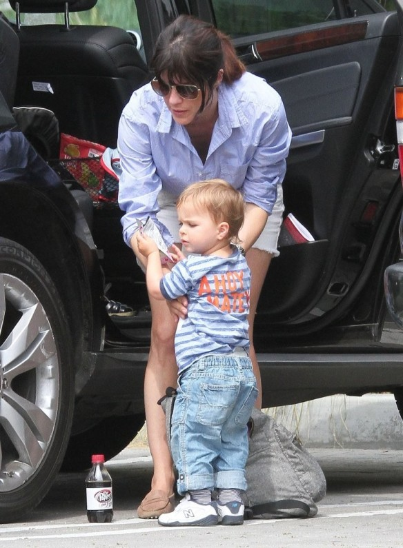 Selma Blair & Arthur Saint Visit The Zoo 27