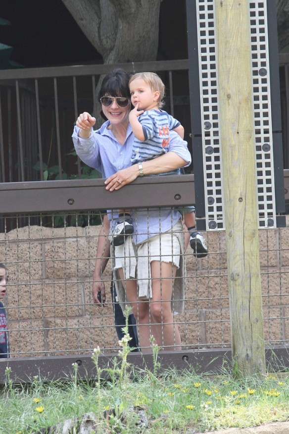 Selma Blair & Arthur Saint Visit The Zoo 4