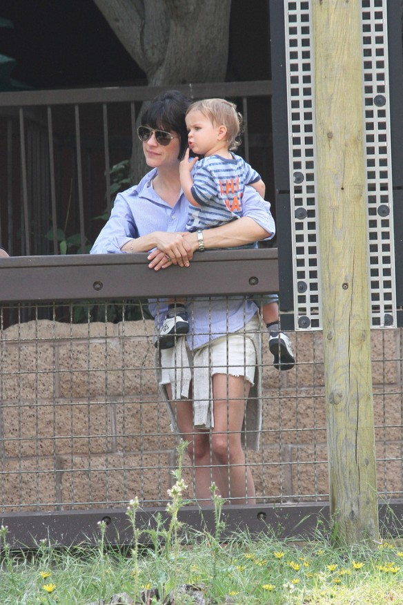 Selma Blair & Arthur Saint Visit The Zoo 5