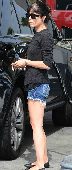 Selma Blair In Siwy Cutoffs