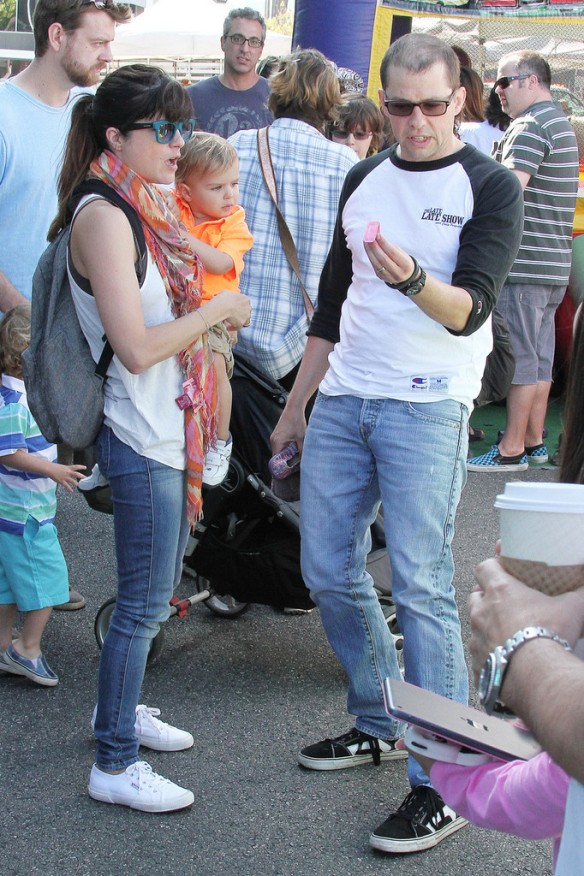 Selma Blair Runs Into Jon Cryer At The Farmers Market 10