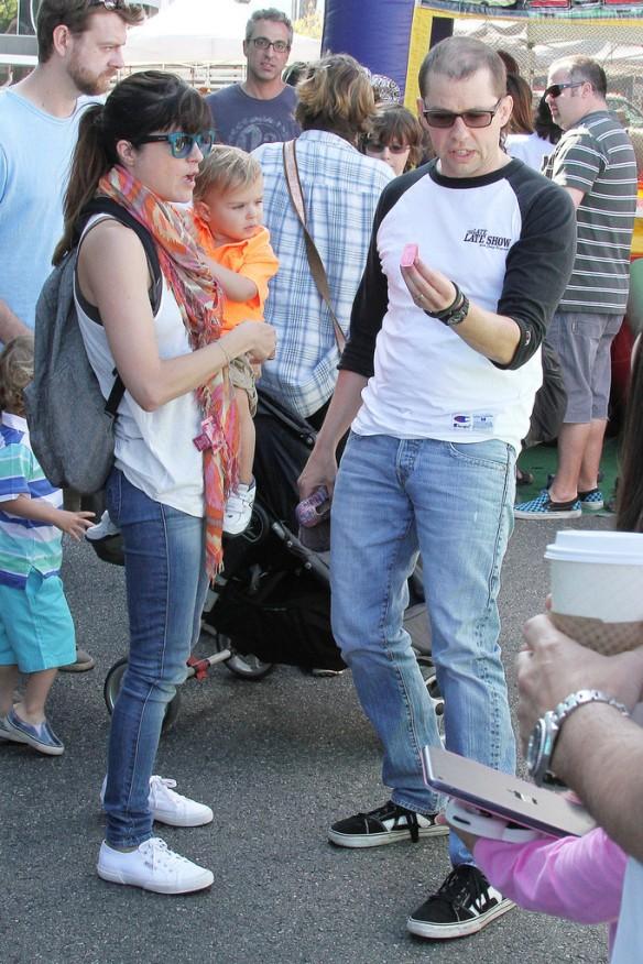 Selma Blair Runs Into Jon Cryer At The Farmers Market 10