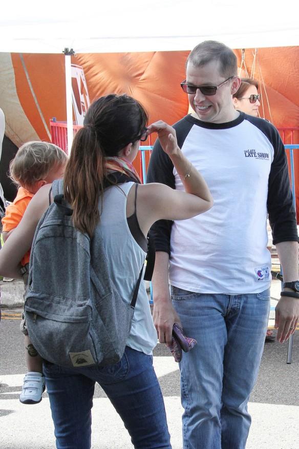 Selma Blair Runs Into Jon Cryer At The Farmers Market 12