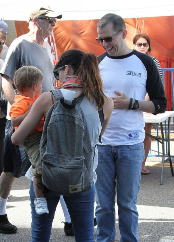 Selma Blair Runs Into Jon Cryer At The Farmers Market 1