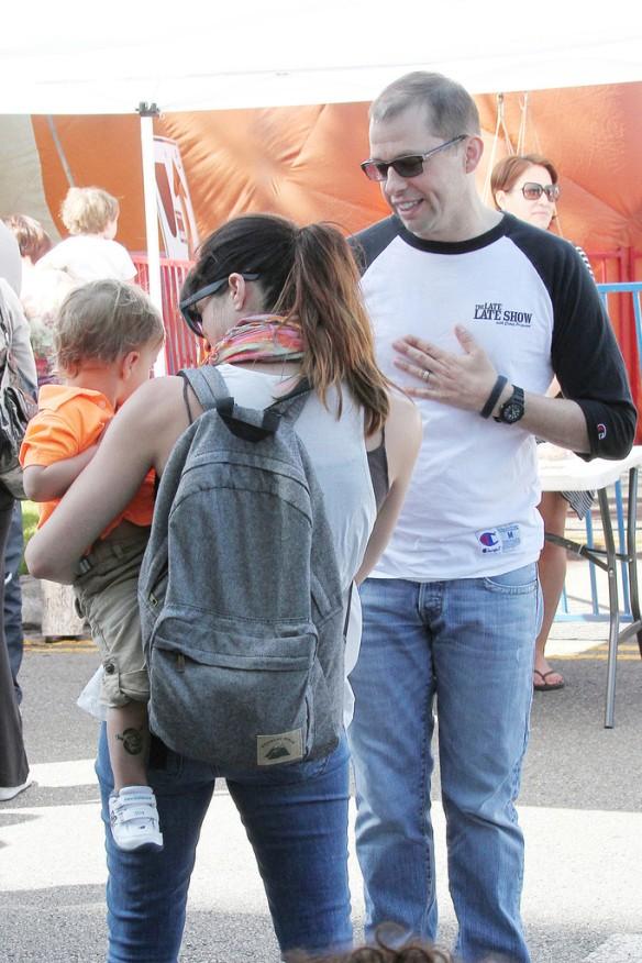 Selma Blair Runs Into Jon Cryer At The Farmers Market 8