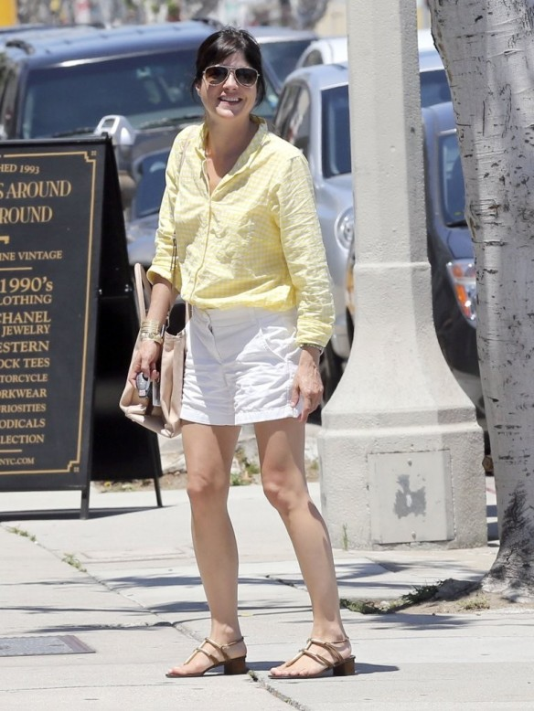 Selma Blair Shops American Rag 5