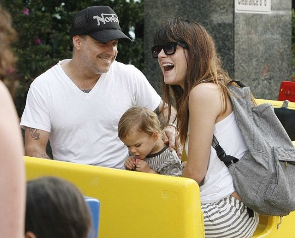 Selma Blair & Jason Bleick Take Arthur Saint To The Farmers Market 2