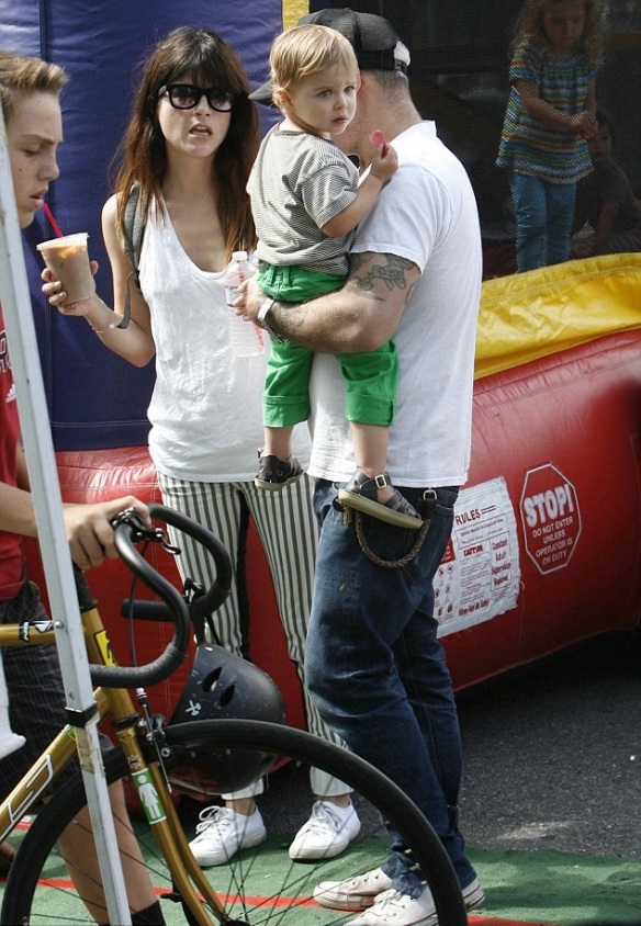 Selma Blair & Jason Bleick Take Arthur Saint To The Farmers Market 7