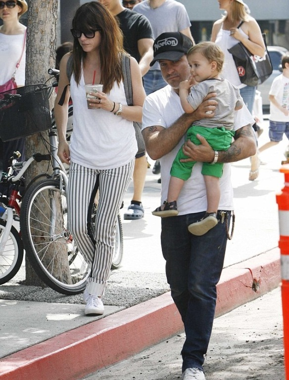 Selma Blair & Jason Bleick Take Arthur Saint To The Farmers Market 8