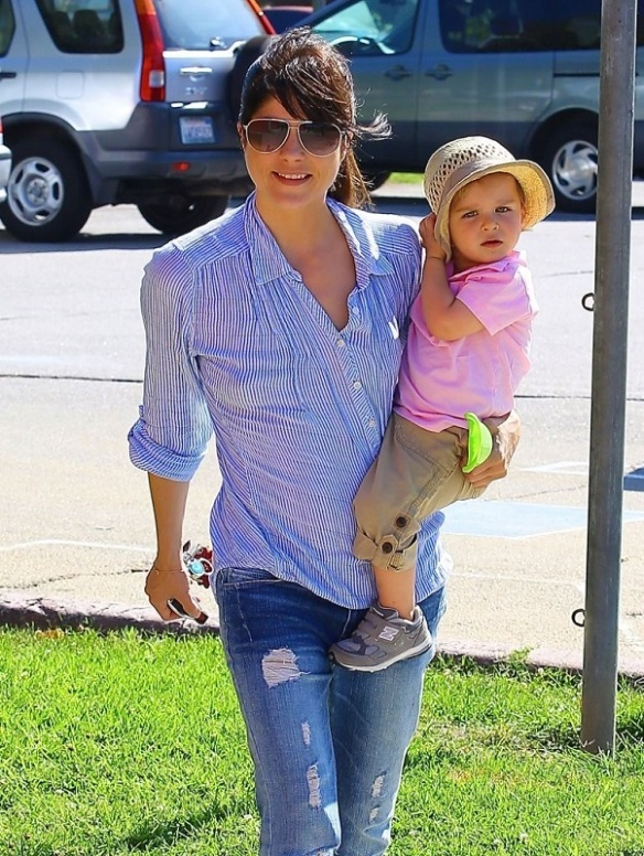 Selma Blair Spends Her Day With Baby Arthur 30