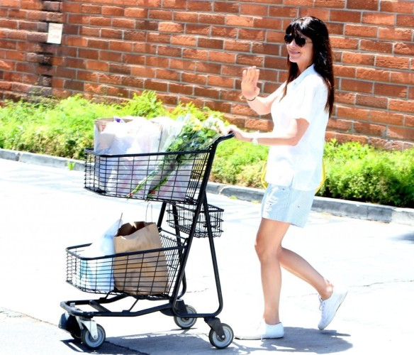 Selma Blair Stocks Up At Bristol Farms 1
