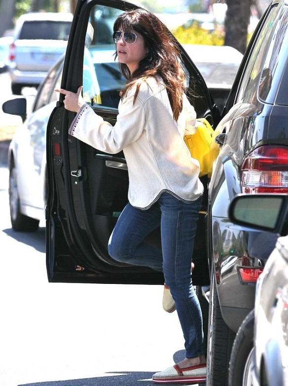 Selma Blair With A Cheery Saint Laurent Tote 3