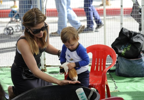 Selma Blair & Arthur Saint Farmers Market Furry Friends 1