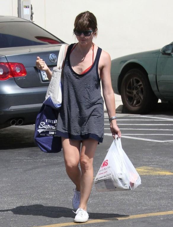 Selma Blair Grocery Shopping In Studio City 3