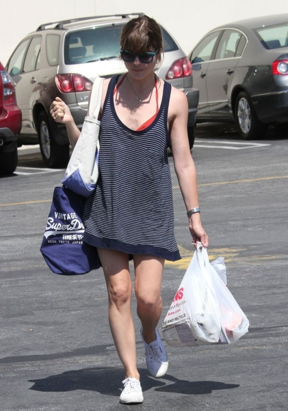 Selma Blair Grocery Shopping In Studio City 4