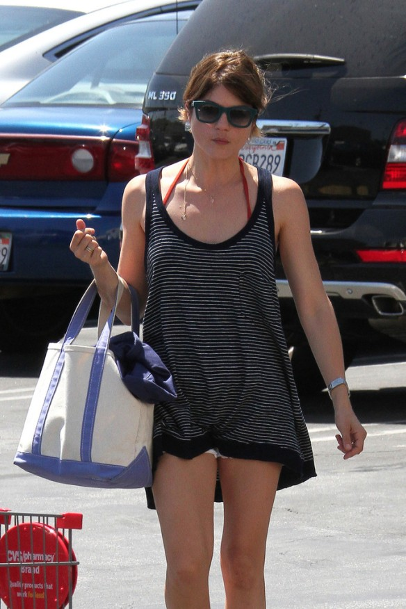 Selma Blair Grocery Shopping In Studio City 7