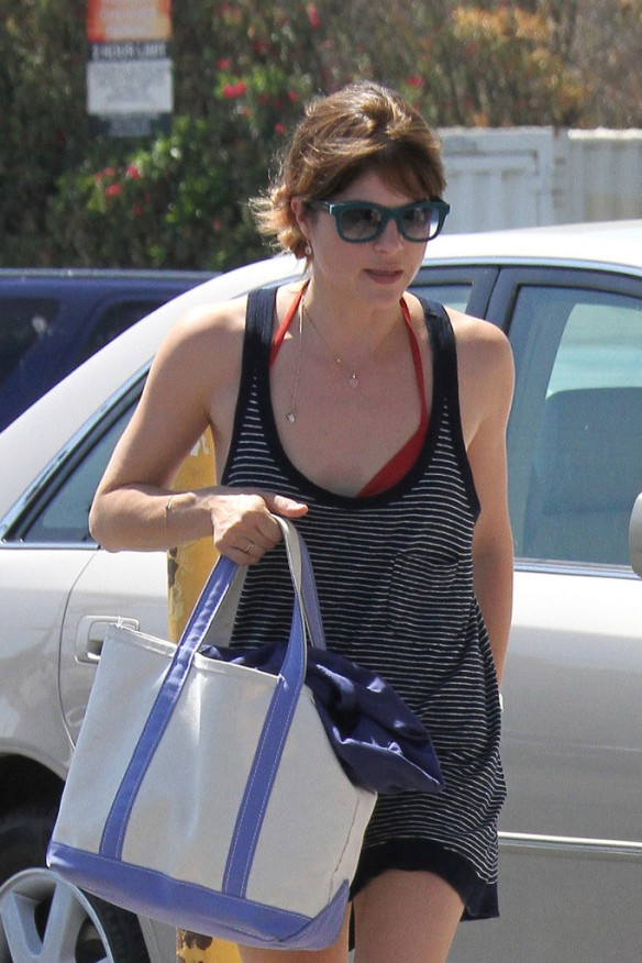 Selma Blair Grocery Shopping In Studio City 8