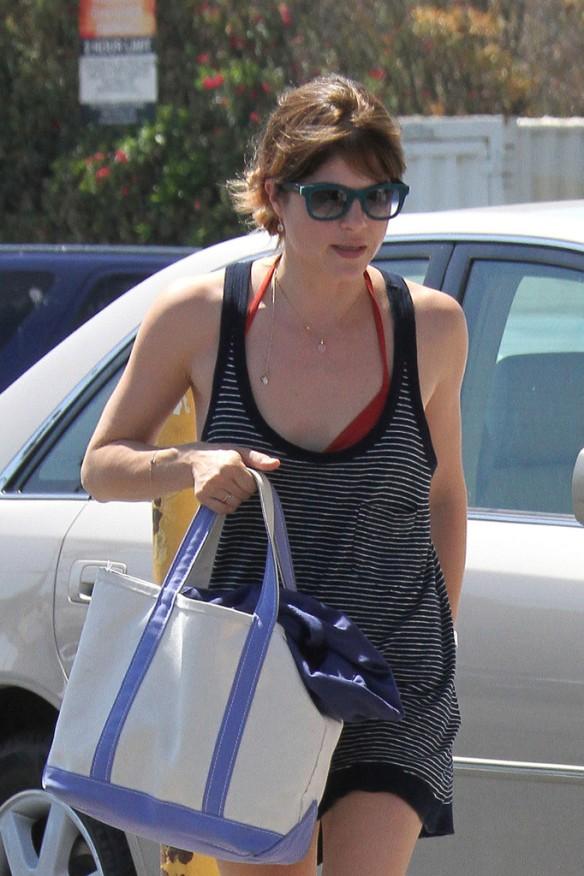 Selma Blair Grocery Shopping In Studio City 8