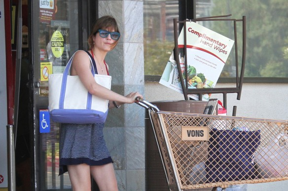Selma Blair Grocery Shopping In Studio City 9