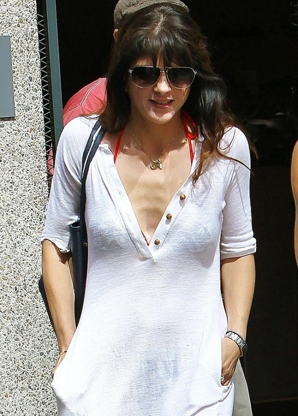 Selma Blair Is Beach Chic in Tanya Scheer 4
