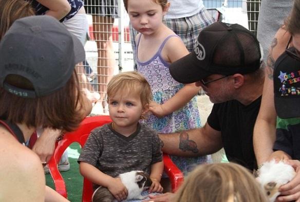 Selma Blair & Jason Bleick Take Little Arthur To The Petting Zoo 2