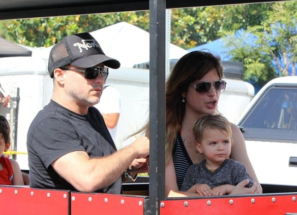 Selma Blair & Jason Bleick Take Little Arthur To The Petting Zoo 8