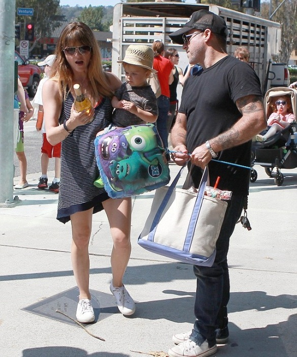 Selma Blair & Jason Bleick Take Little Arthur To The Petting Zoo 9