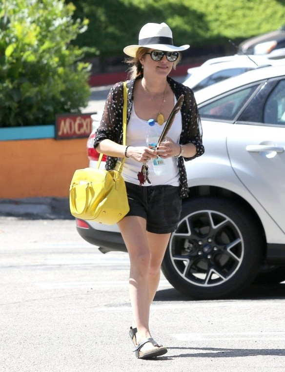 Selma Blair With Feather 9
